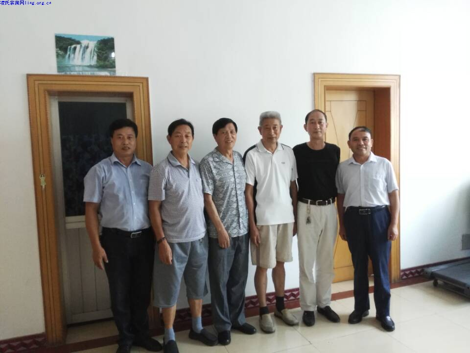 凌姓人口-但也是积极参与者.曾是陈毅警卫员的重义堂凌氏家属出示保存家谱